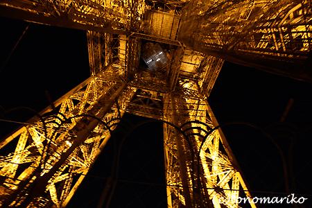 エッフェル塔の展望台のレストラン_c0024345_189833.jpg