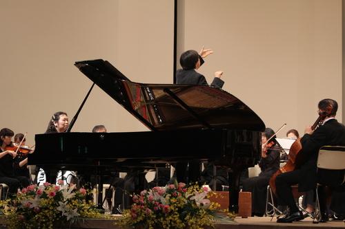 十和田フィルハーモニー管弦楽団が第20回の記念定期演奏会を開催_f0237658_1628799.jpg