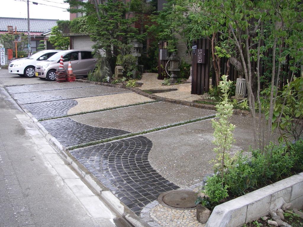 社長宅の駐車場_b0172896_2145502.jpg