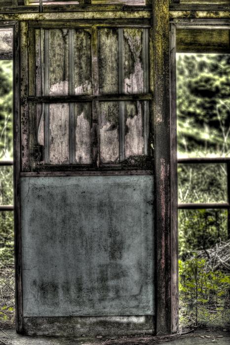 廃墟の存在感 in 廃牧場_e0135098_20354813.jpg