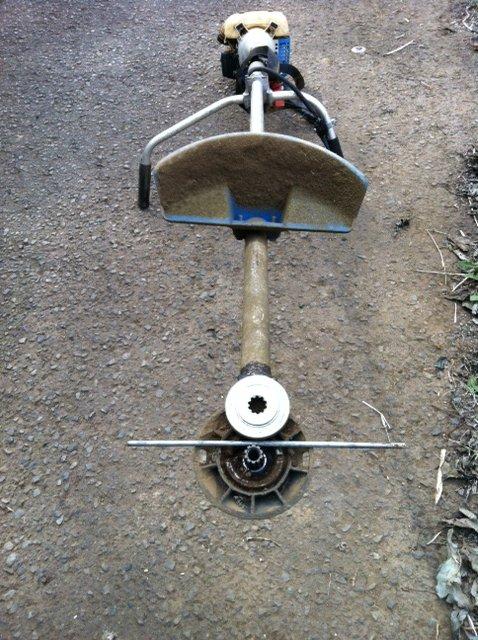 今朝は、A氏&Tさん 蚕豆とエンドウ豆の跡 土を耕します じゃがいもや玉ねぎの跡も_c0222448_16114664.jpg