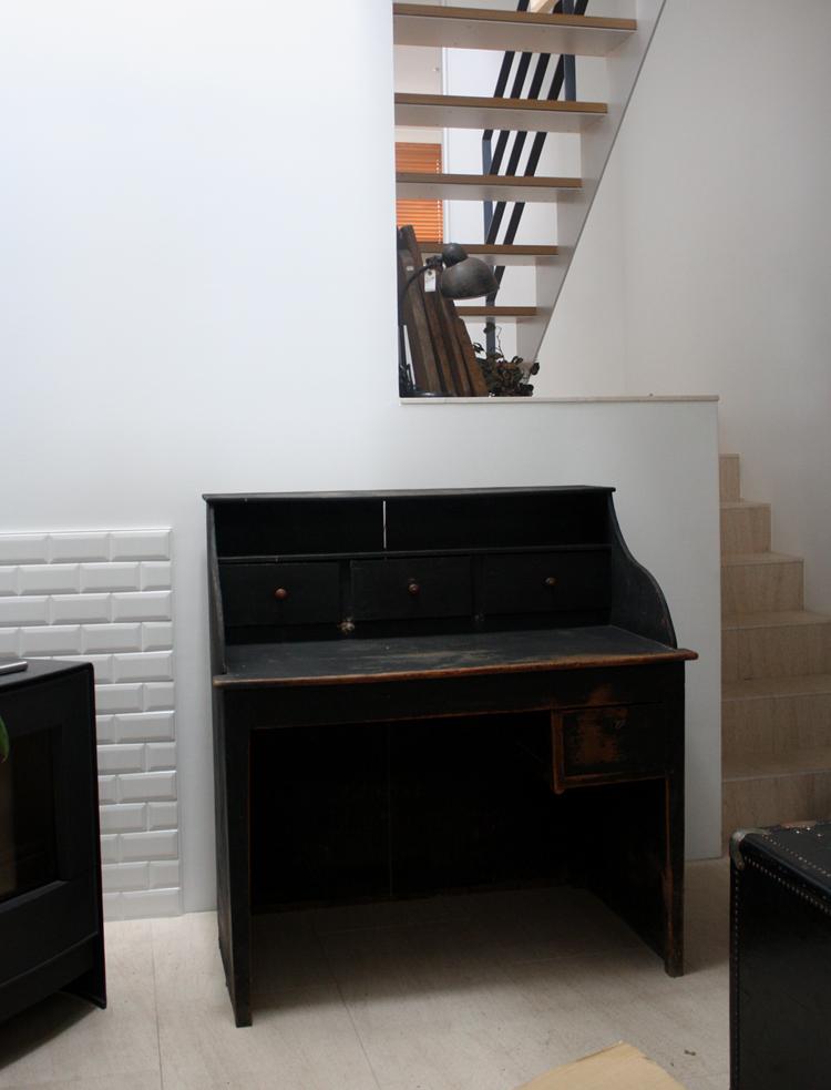 黒のデスク  大型家具入荷しました_f0074803_1324180.jpg