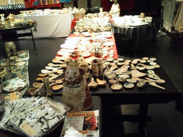 本日11:00~箱崎りえ陶器展 店内はこんな感じでお待ちしてます!_d0115919_222544.jpg