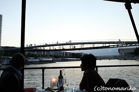 セーヌ川クルーズで素敵な夜景ディナー_c0024345_4392294.jpg