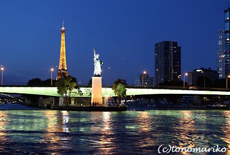 セーヌ川クルーズで素敵な夜景ディナー_c0024345_4395932.jpg