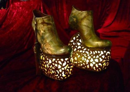 背徳的なまでに美しい靴の宇宙 串野真也の「QUEEN」展_c0050387_12171523.jpg