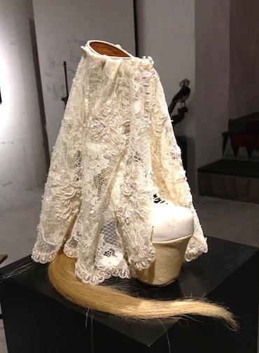 背徳的なまでに美しい靴の宇宙 串野真也の「QUEEN」展_c0050387_1220202.jpg