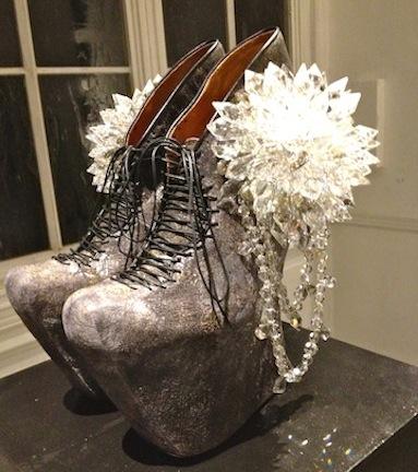 背徳的なまでに美しい靴の宇宙 串野真也の「QUEEN」展_c0050387_12205485.jpg