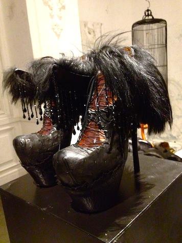 背徳的なまでに美しい靴の宇宙 串野真也の「QUEEN」展_c0050387_12213570.jpg