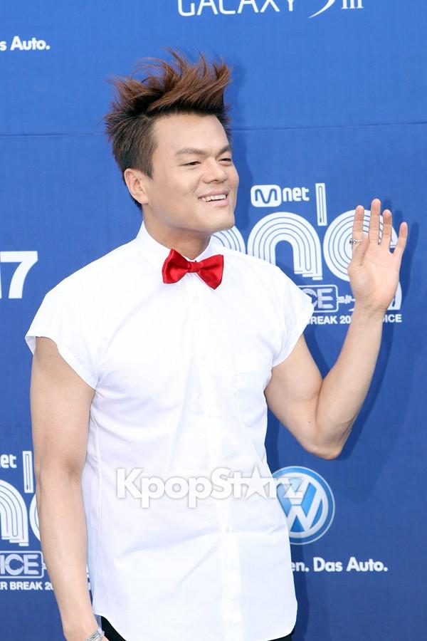 R2Bが韓国SBS映画の番組で紹介されました_c0047605_0361353.jpg