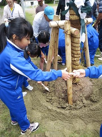 3・11桜プロジェクトin田老第3小学校。。_f0232560_2157275.jpg