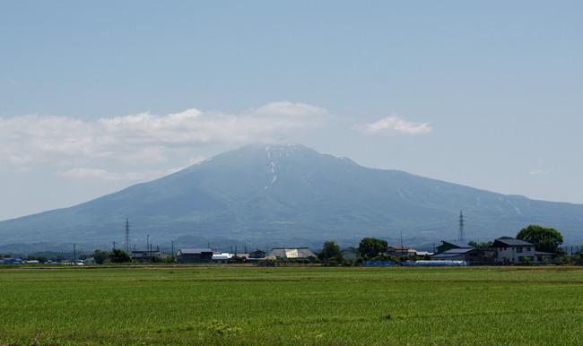 梅雨の晴れ間の岩木山、小坂七滝など_a0136293_15395435.jpg