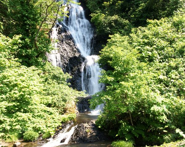 梅雨の晴れ間の岩木山、小坂七滝など_a0136293_15421436.jpg