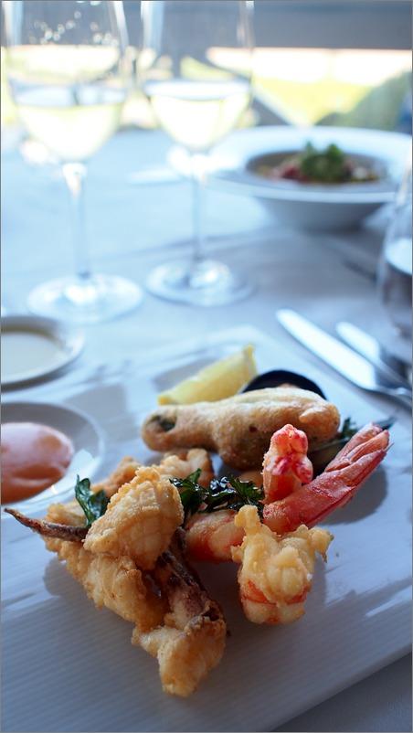 海辺のレストランにて・・_e0155629_832961.jpg