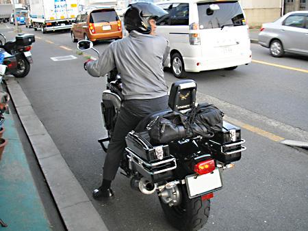 【ヤマハ Vmax に新しいサイドバッグを取り付けました】_e0218639_1750166.jpg