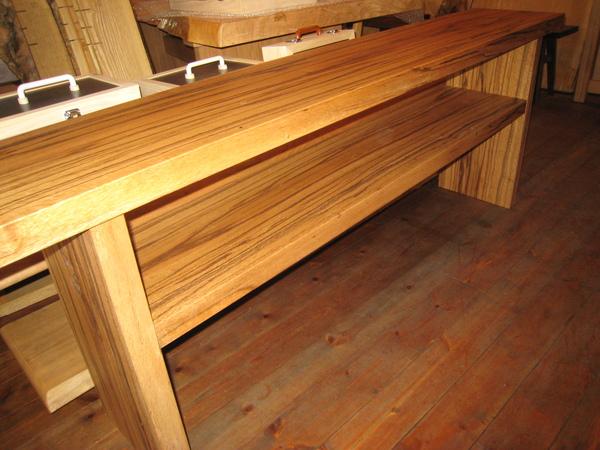 カシの木のテレビボード完成!!_e0137684_1322368.jpg