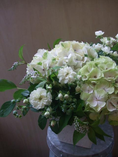 オークリーフ(紫陽花・マジカルエメラを入れたアレンジメント)_f0049672_16465249.jpg
