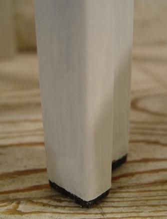 小ぶりな白ペンキ仕上げ・ガラスの台 _a0096367_19332884.jpg