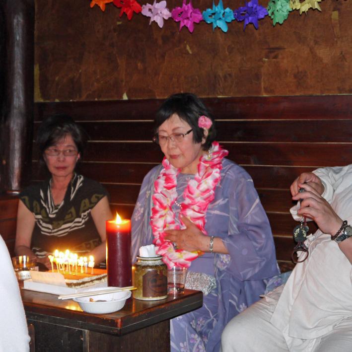 モモちゃんの満80歳の誕生日を侘助の常連が祝福(6・30)_c0014967_10281892.jpg