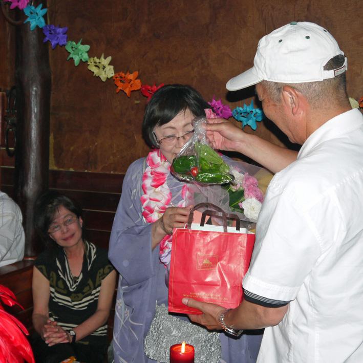 モモちゃんの満80歳の誕生日を侘助の常連が祝福(6・30)_c0014967_10381132.jpg
