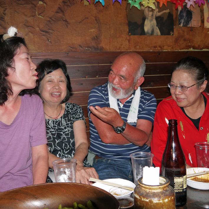 モモちゃんの満80歳の誕生日を侘助の常連が祝福(6・30)_c0014967_10395679.jpg