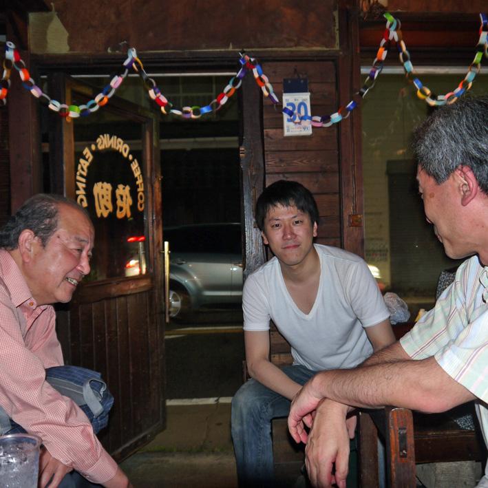モモちゃんの満80歳の誕生日を侘助の常連が祝福(6・30)_c0014967_1043314.jpg