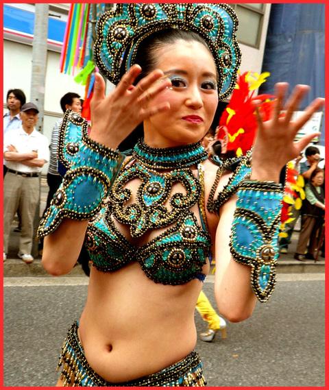 サンバで、ダバダ。市谷薬王寺・サンバパレードへ。_e0236072_0524778.jpg