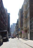 NYの街角で見かけたマットレス屋さんのYoutubeビデオ・コンテスト_b0007805_1435231.jpg