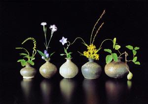新羅土器による花遊び_a0279848_2123912.jpg
