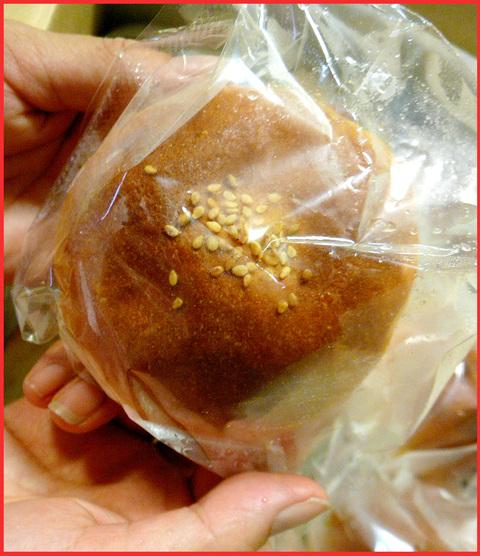 噂の「米粉あんぱん」、いただく。気持ちがいい食べ物?_e0236072_17145922.jpg