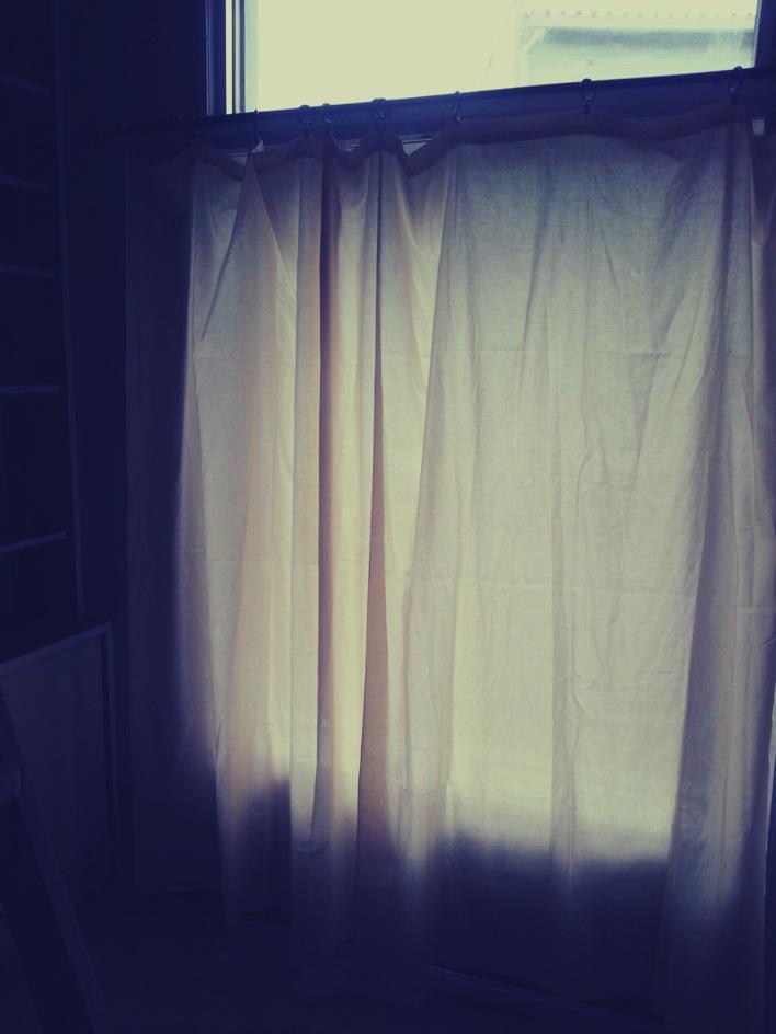 カーテン取り付けと壁のお掃除追加_c0246783_2129429.jpg