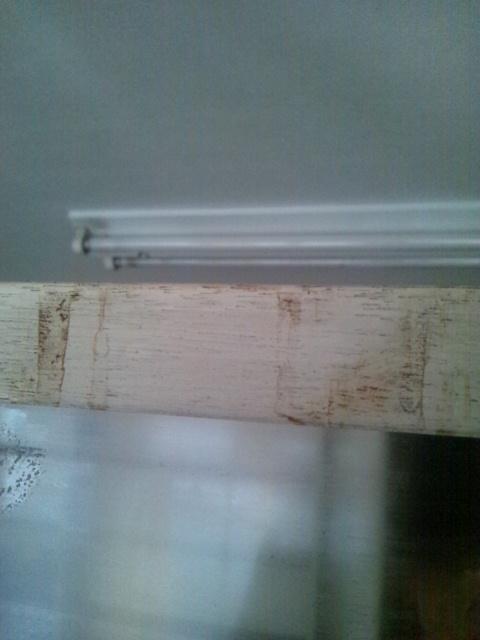 カーテン取り付けと壁のお掃除追加_c0246783_21342734.jpg