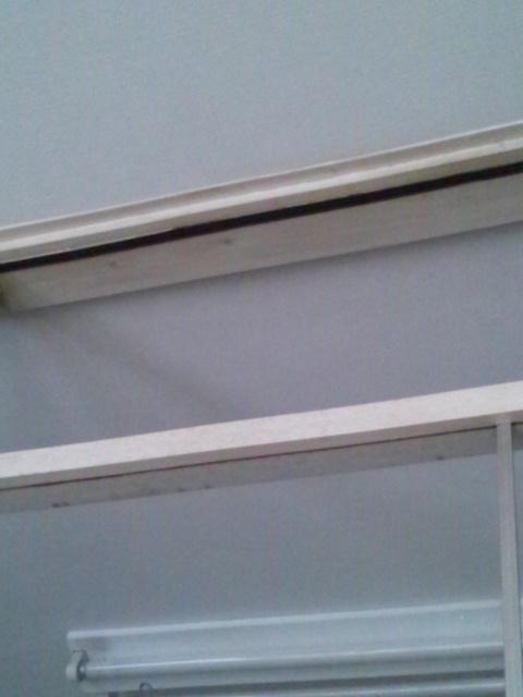 カーテン取り付けと壁のお掃除追加_c0246783_21364396.jpg