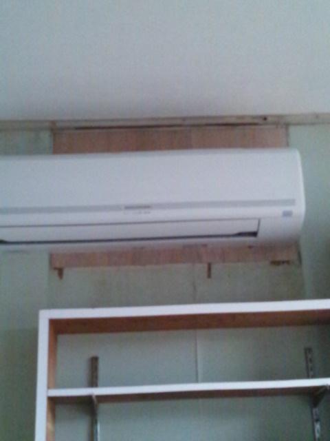 カーテン取り付けと壁のお掃除追加_c0246783_2137447.jpg