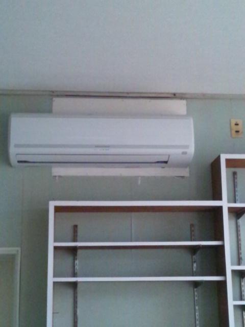 カーテン取り付けと壁のお掃除追加_c0246783_21411793.jpg