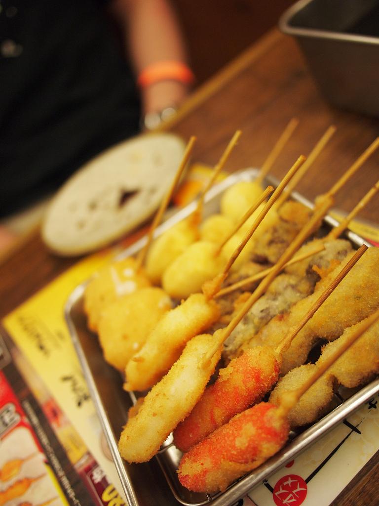 「新世界・通天閣100周年記念、串かつ食べ放題」_a0133692_020296.jpg