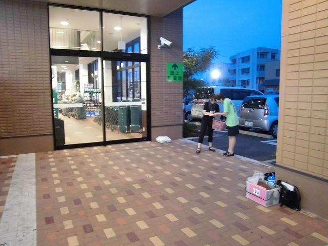 しずてつストア富士吉原店前で「浜岡原発に関する県民投票」に向けた署名活動_f0141310_73554.jpg