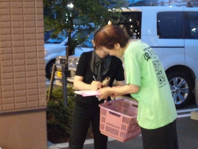 しずてつストア富士吉原店前で「浜岡原発に関する県民投票」に向けた署名活動_f0141310_7381792.jpg