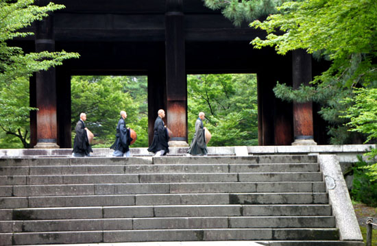 深緑の南禅寺1_e0048413_20581957.jpg