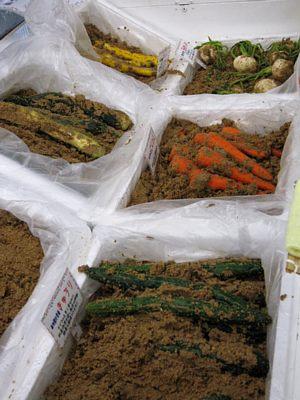 直売の野菜がそのまま漬物に!_c0141652_16321417.jpg