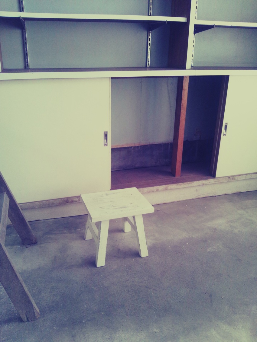 照明の取り付けと調剤室の床板調達_c0246783_21593598.jpg
