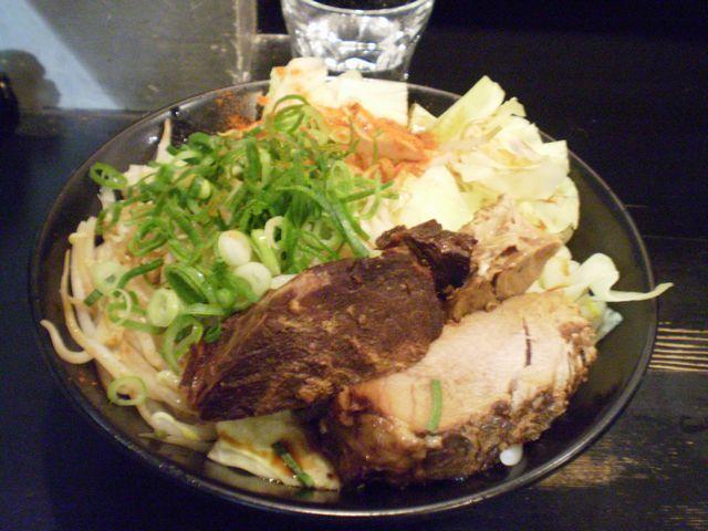 J-まぜそば(ニンニク・モチモチ麺)@ラーメン軍団_a0117520_2132348.jpg