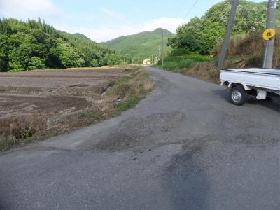 各地域の生活圏道路破損箇所が散見_b0084826_2164833.jpg