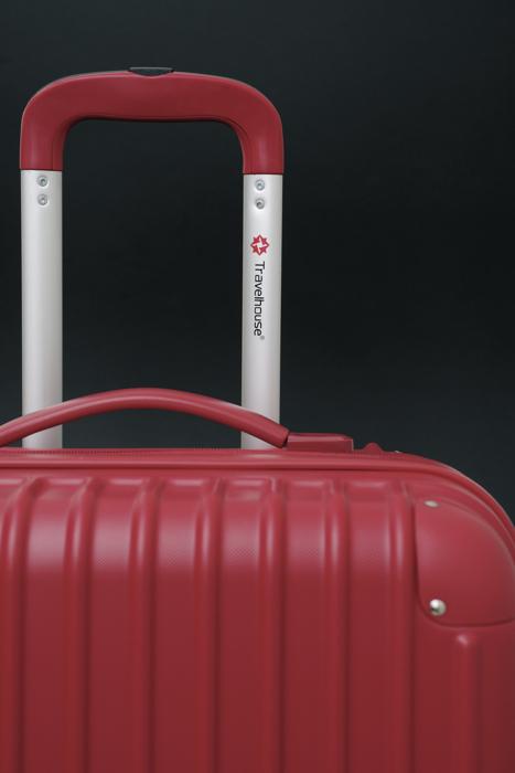 Travelhouseの赤いスーツケース_a0129474_142041.jpg