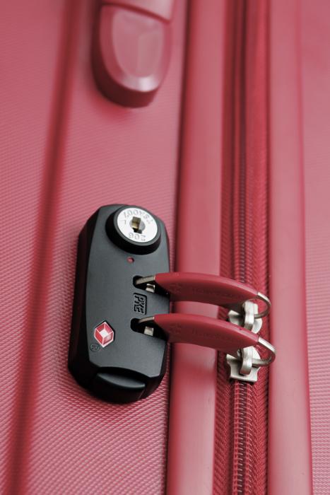 Travelhouseの赤いスーツケース_a0129474_14919.jpg