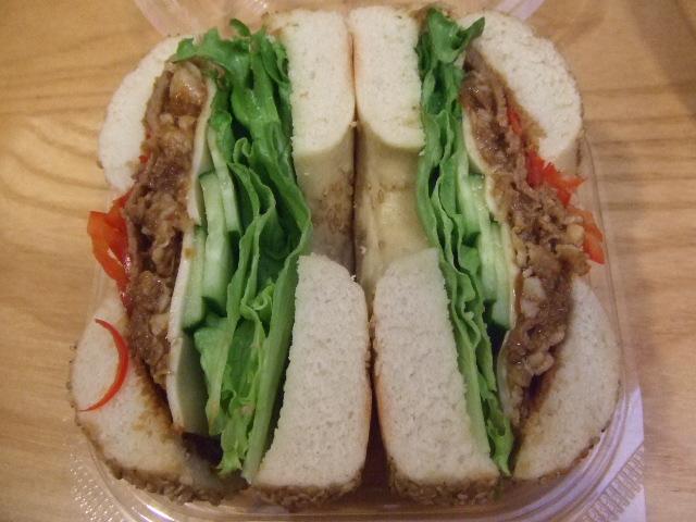 B&B ピリ辛牛肉と夏野菜のスタミナサンド_f0076001_22321979.jpg