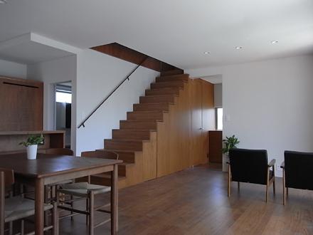 『横塚の家』 リビング階段_e0197748_16114792.jpg
