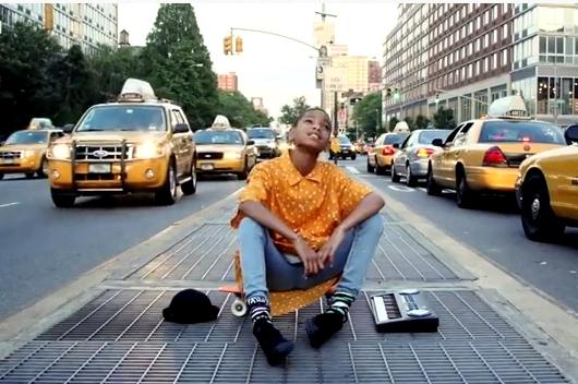 11歳の女の子(ウィル・スミスさんの娘さん)がニューヨークの街角で歌うミュージック・ビデオ I Am Me_b0007805_8584159.jpg