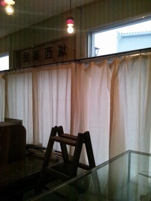 机のひきだし修理とカーテン完了とお支払い完了_c0246783_22125666.jpg
