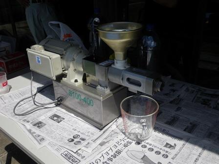 ナタネの唐箕かけと搾油デモを行いました_a0123836_1512236.jpg